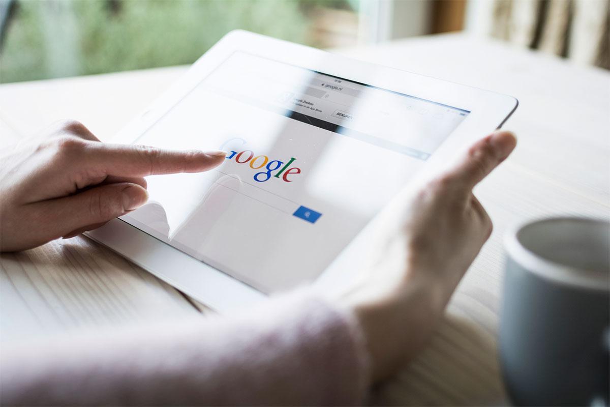 Главная страница Google на планшете